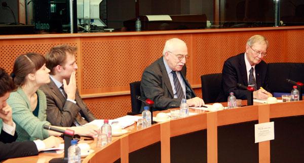 Uffe Ellemann-Jensen speaking in the European Parliament