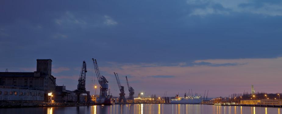 Cranes, maritime, harbour